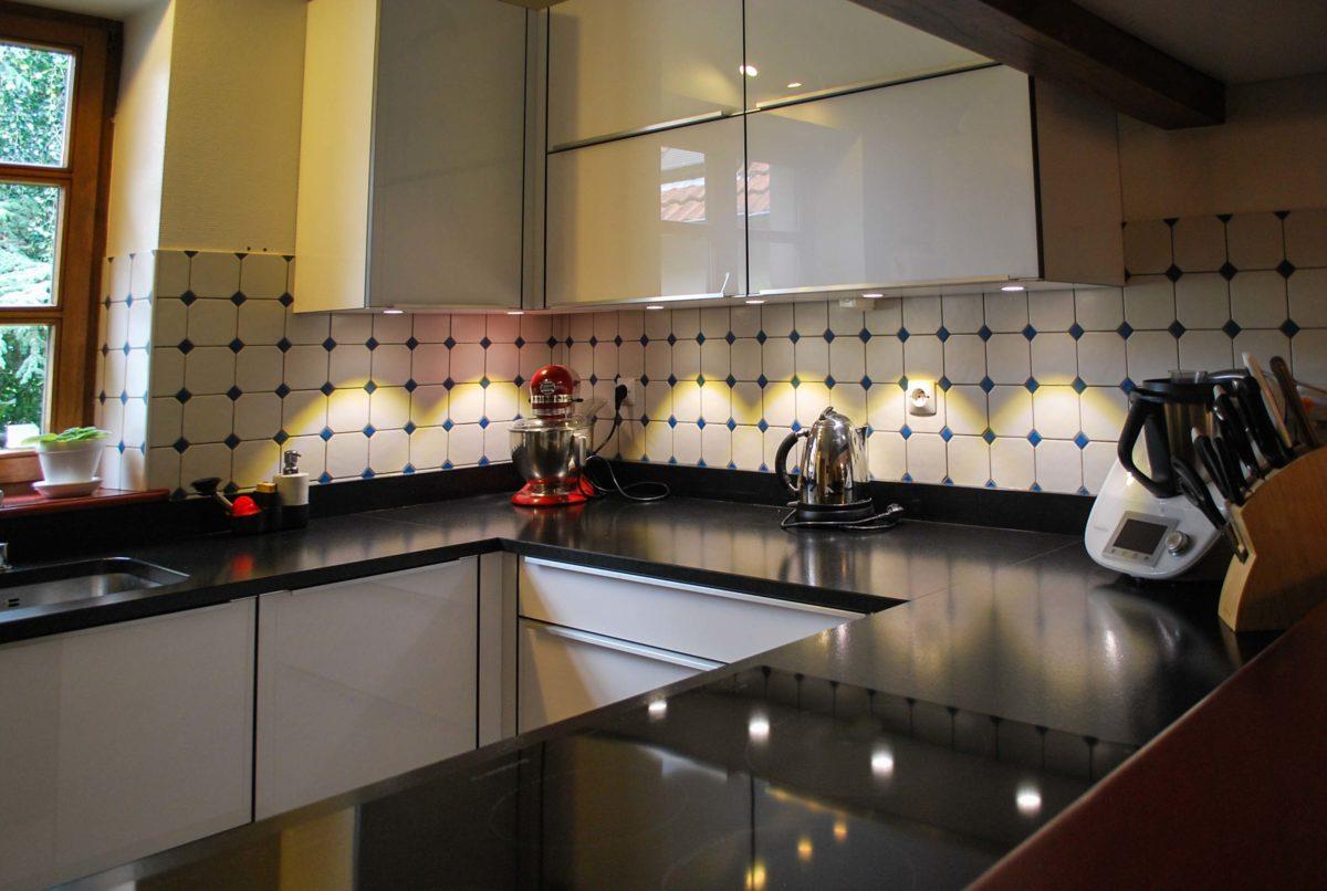 Cuisine acrylique et plan de travail granit - Plans de travail