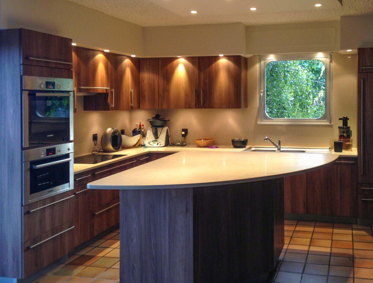 Cuisine bois et plan de travail quartz